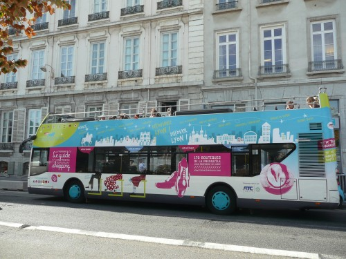 le nouveau guide shopping de lyon presqu le fait campagne sur les bus lyon le grand tour my. Black Bedroom Furniture Sets. Home Design Ideas