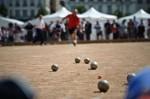 127384_un-bouliste-s-elance-le-11-juin-2011-place-bellecour-a-lyon.jpg